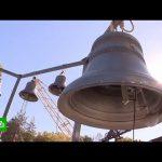 На звонницу Спасской башни начали поднимать новые колокола
